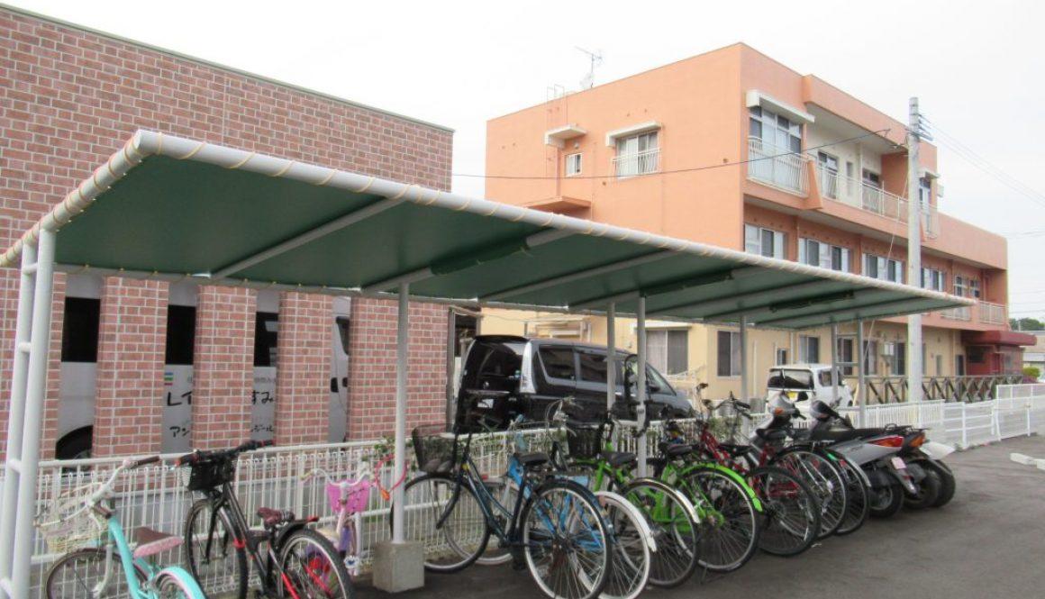 駐輪場屋根改修